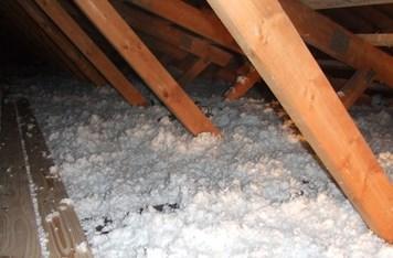 Isolering af loft og skunk rum, efterisolering med papiruld, billigt
